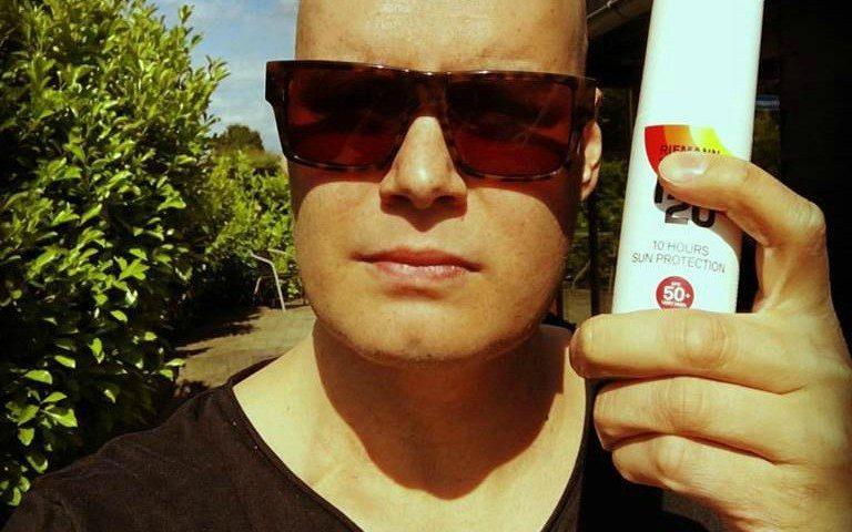 Daniel Svenssons hud skal beskyttes mod solen efter det hårde forløb.