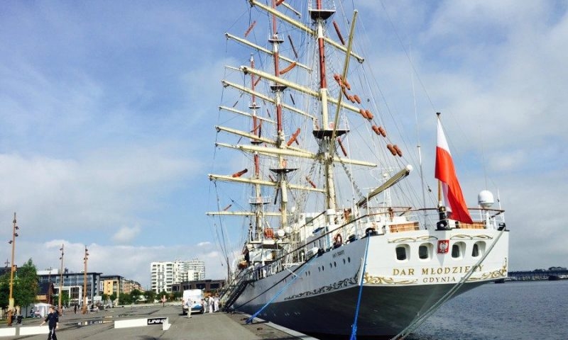Det enorme skib Dar Mlodziezy er ankommet til Aalborg fredag morgen