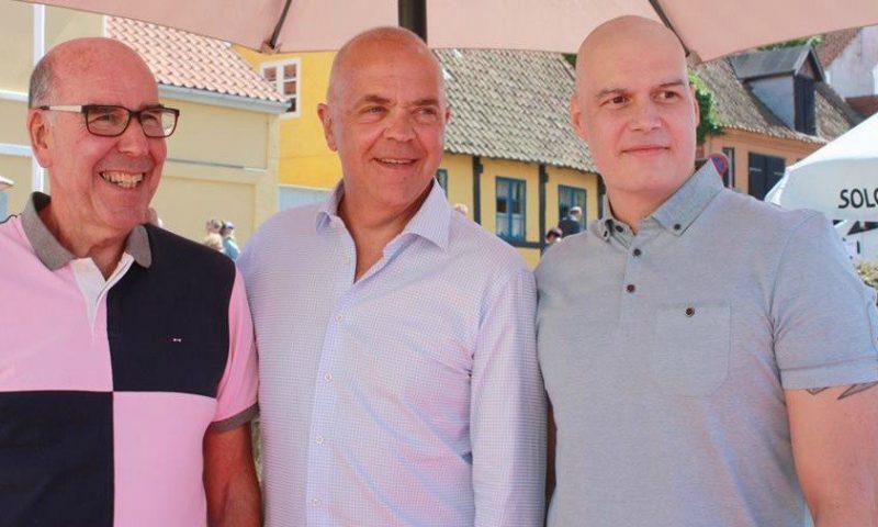 Daniel Svensson sammen med tidligere politichef Per Larsen og tv-værten Jes Dorph Petersen til Folkemøde på Bornholm Foto: Rune Wegge