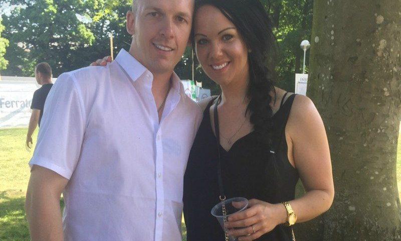 Camilla og kæresten Kevin rejser på sommerferie fra Aalborg Lufthavn med hele familien