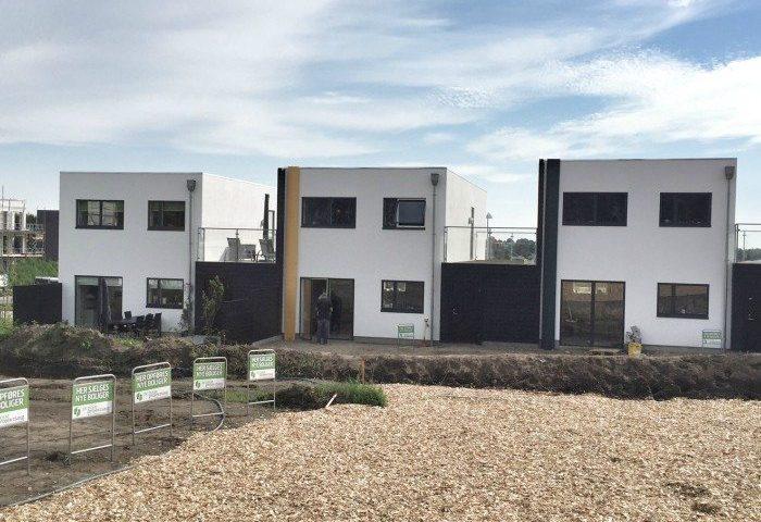 De fire huse er placeret på byggegrunde, som er ejet af 2E Bolig Projektsalg
