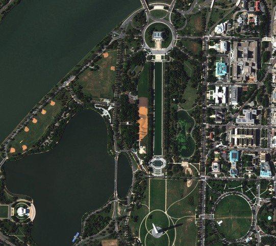 """Jorge Rodríguez–Geradas kunstvæk """"Out of Many, One"""" i Washington DC set fra luften. Foto credit: Jorge Rodríguez–Geradas officielle hjemmeside"""