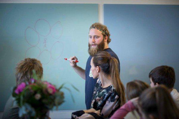 Mikkel afholder også foredrag for gymnasier og virksomheder