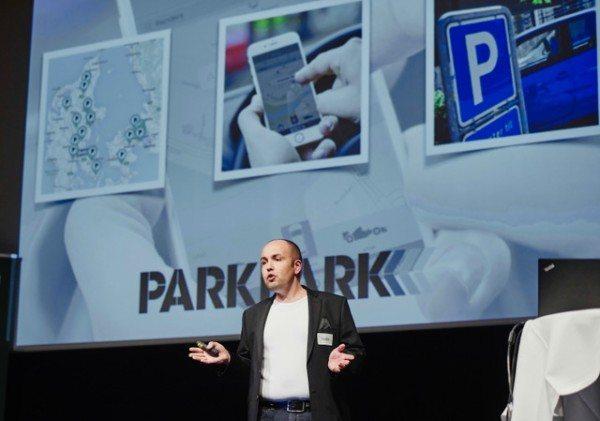 Bo Abrahamsen pitcher ParkPark til prisuddelingen