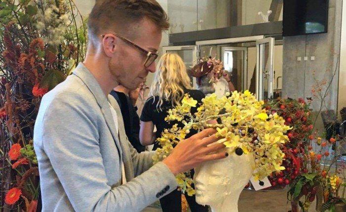 Jonas deltog i Danmarksmesterskabet i blomsterkunst i september, hvor han vandt en flot femteplads