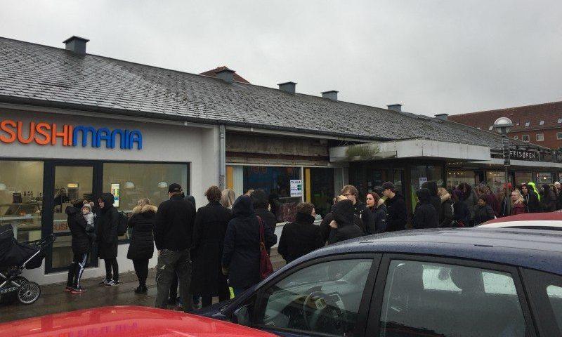 Der var lang kø, da SushiMania åbnede deres nyeste butik