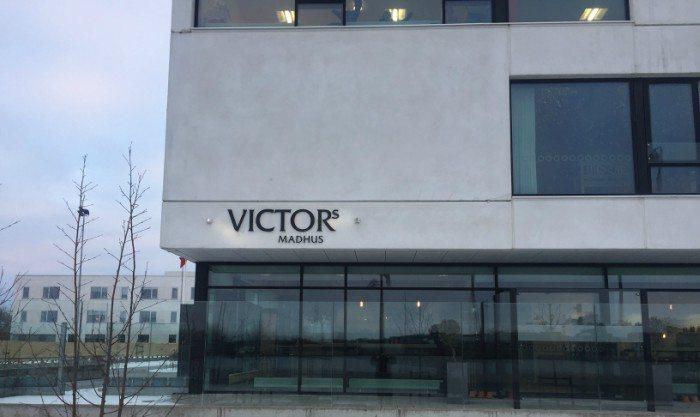 Victors Madhus ligger i smukke omgivelser