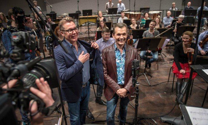 Ole Henriksen uddeler kram i Musikkens Hus på fredag Foto: Musikkens Hus