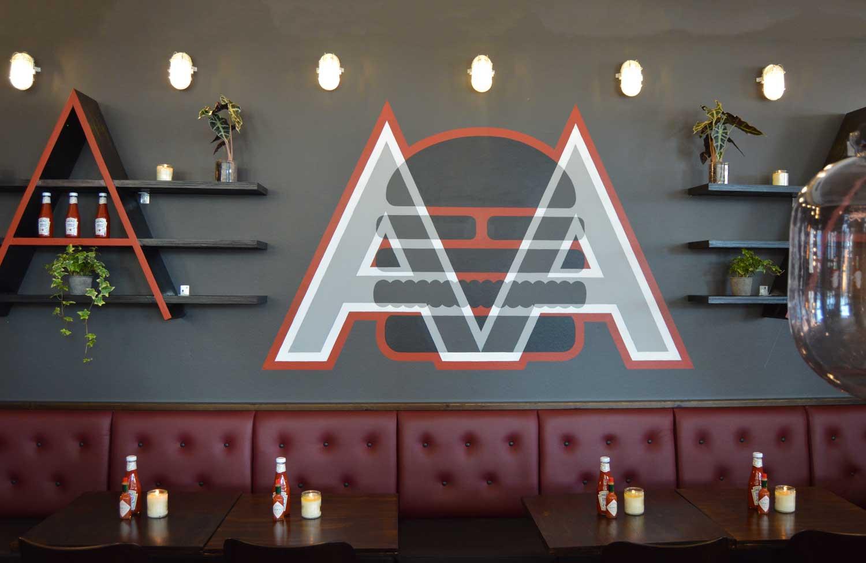 Kæmpe kø til gratis burgere: Ny burgerrestaurant i Aalborg fik varm modtagelse