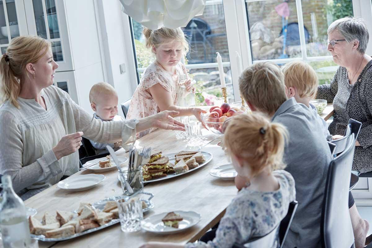 Flere generationer sammen: Nordjysk familie har succes med måltidskasser