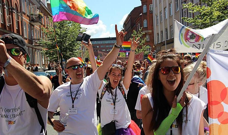 En hyldest til mangfoldighed: Aalborg Pride fylder gaderne med fest og farver