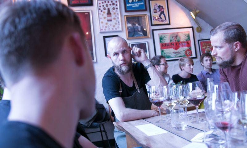 Thorsten Stevnhoved (midten) er indehaver af Cafe Vesterå