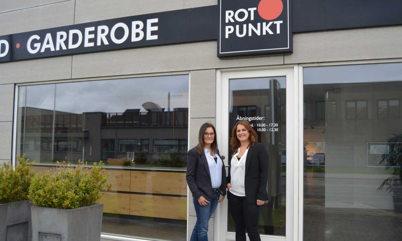 Birgitte og butikschef Jennie (til højre) fra Rotpunkt i Aalborg