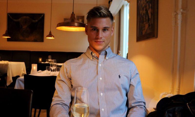 MigogAalborgs anmelder Ditmer på plads på Restaurant D'Wine