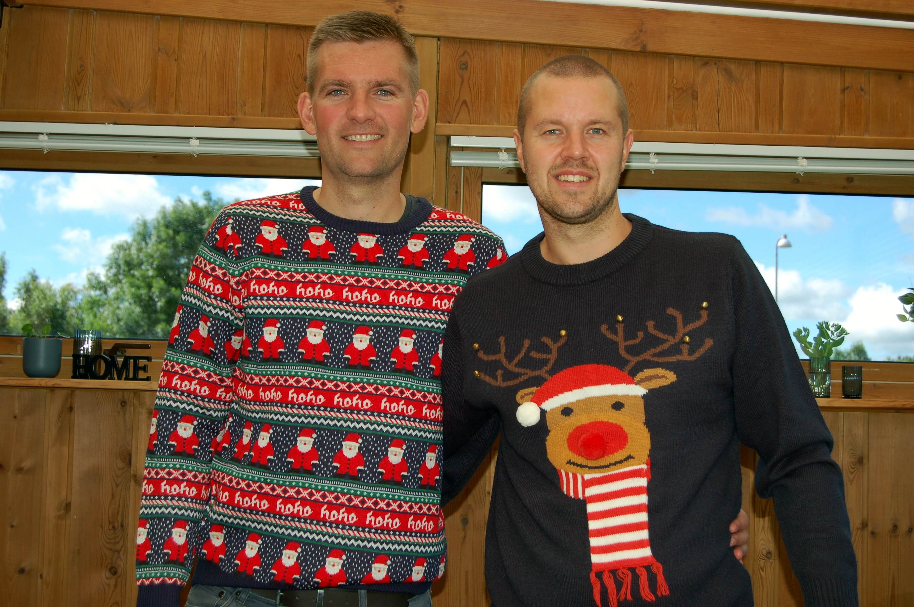 To perfekte eksemplarer på en julesweater