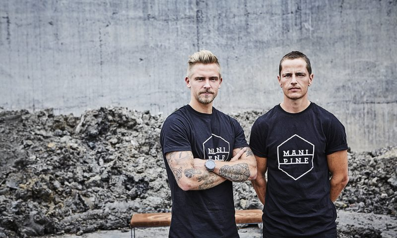 Duoen bag Mani Pine Nicolai Adamsen (tv) og Jonas Dam