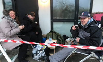De to familier trodser kulden og er klar til Åbent Hus søndag