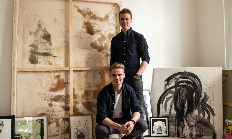Jeppe Curth i baggrunden med lillebror Mattis Curth Foto: Mikkel Hjorth-Pedersen