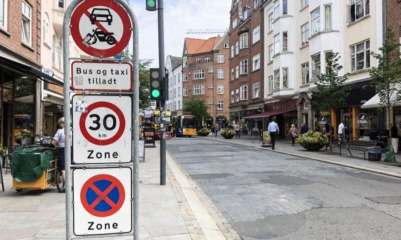 Indkørsel forbudt skiltet ved krydset ved Vingårdsgade