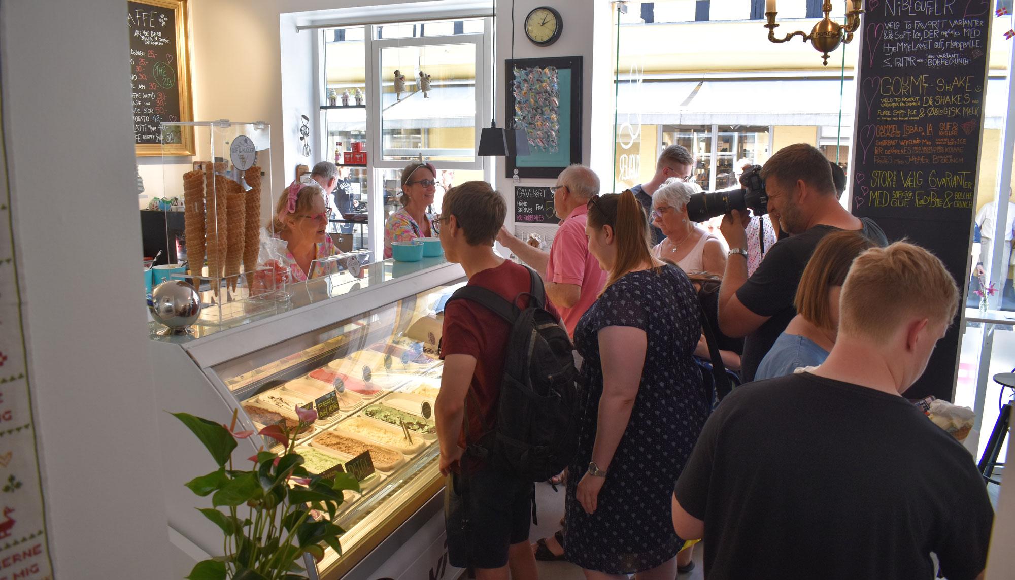 Så kom der kø igen: Guf & Kugler åbnede i den gamle Slotsbager