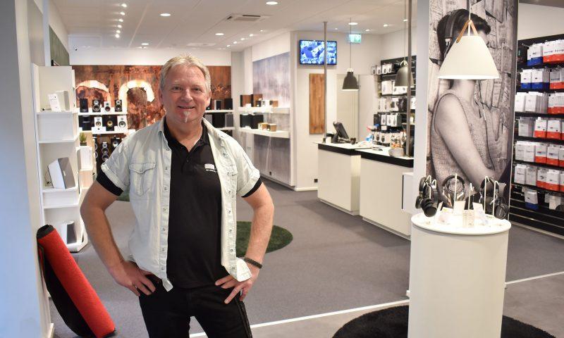 Lars Bo Pedersen i den nye butik.