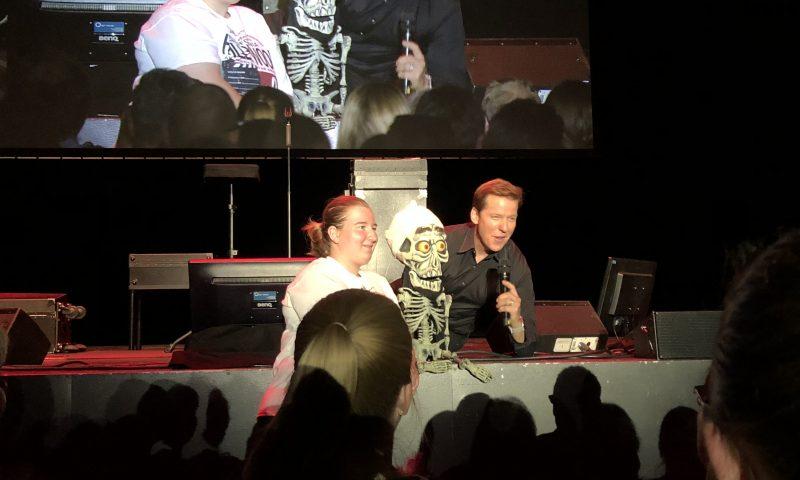 Det var ikke tilladt at tage billeder undervejs i showet - men her et ganske kort øjeblik hvor det var okay fordi Dunham tog et selfie med en fra publikum