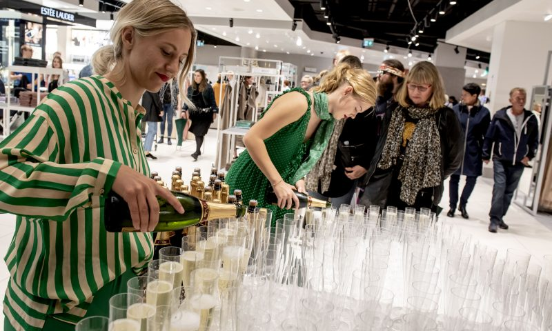 Efter mange års fravær, slog Magasin i dag dørerne op, til det nye flotte og store varehus, ved Friis Shoppingcenter i Aalborg.