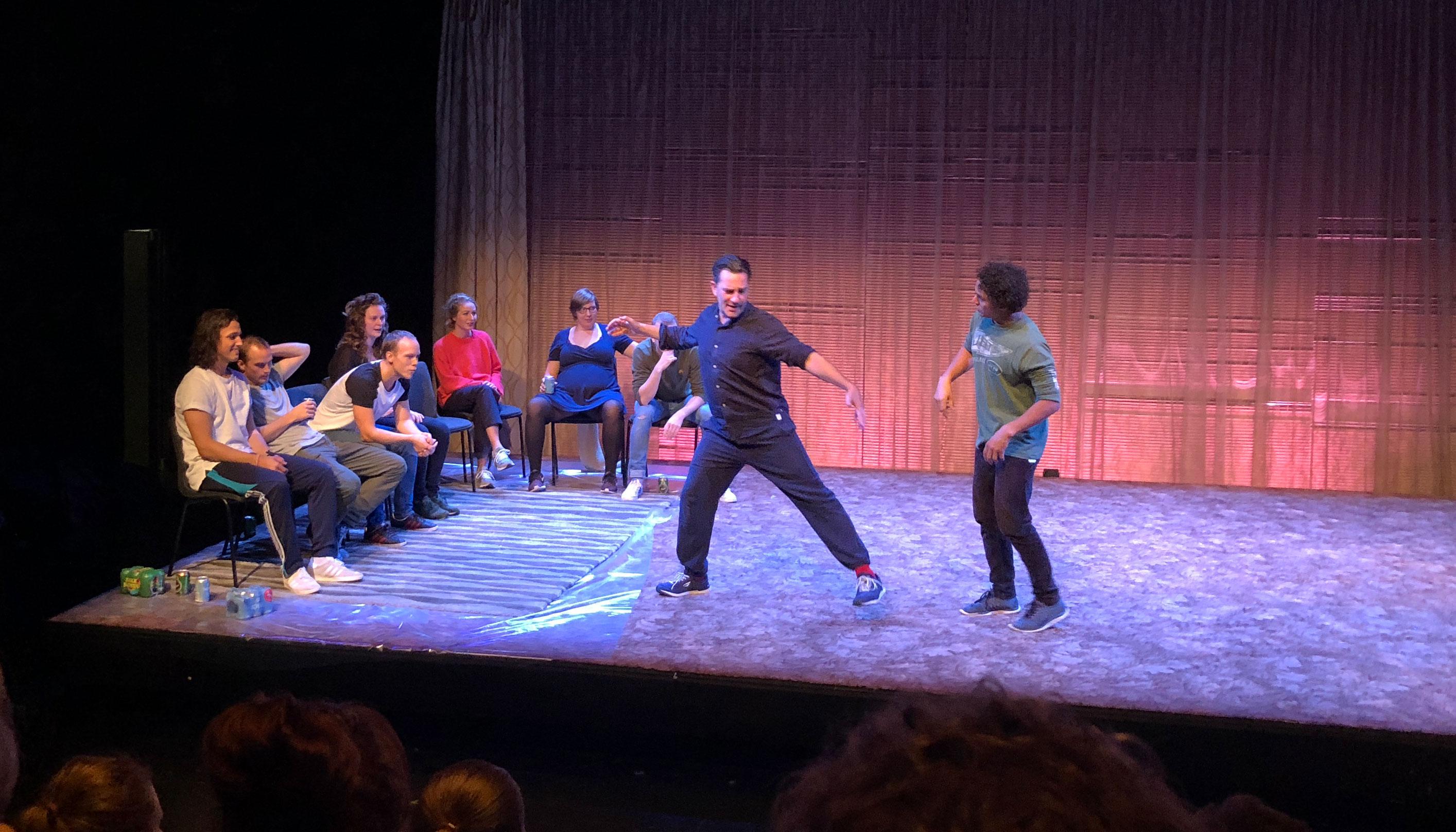 Hysterisk morsomt: Impro-teater er en stor succes på Aalborg Teater