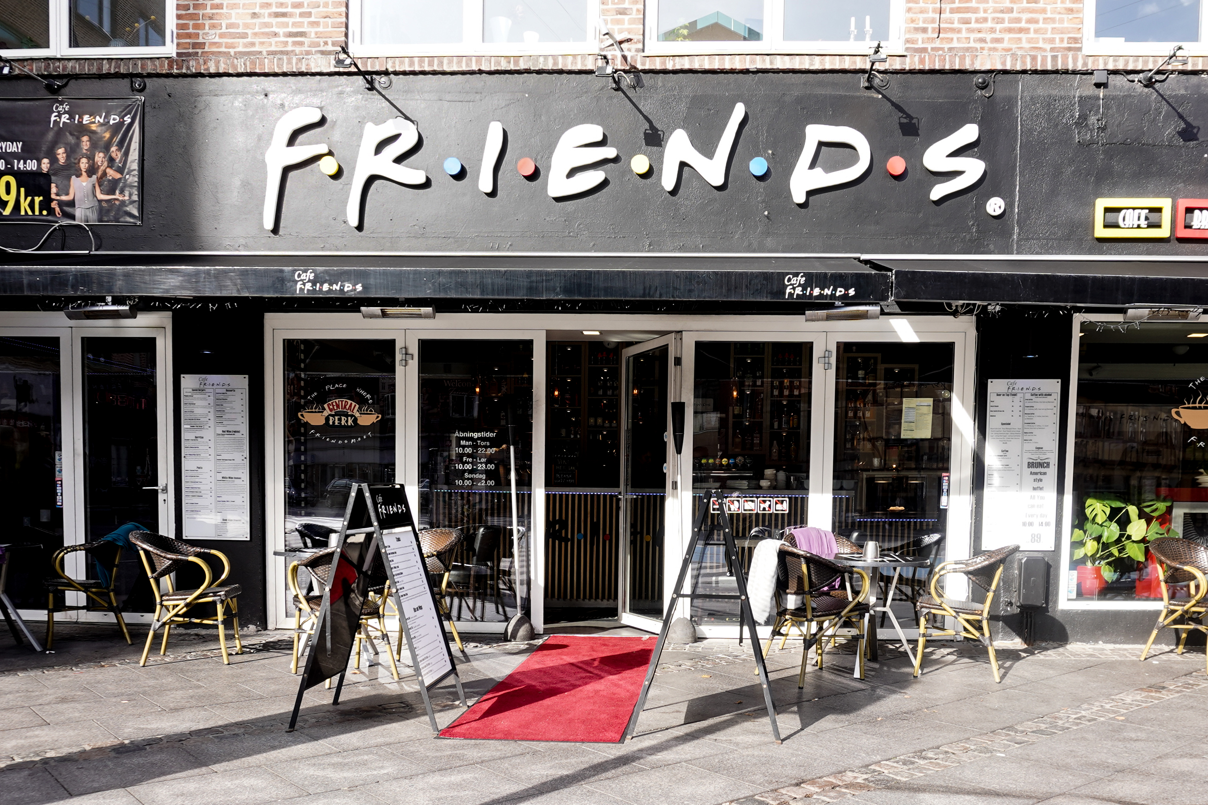 friends cafe aalborg