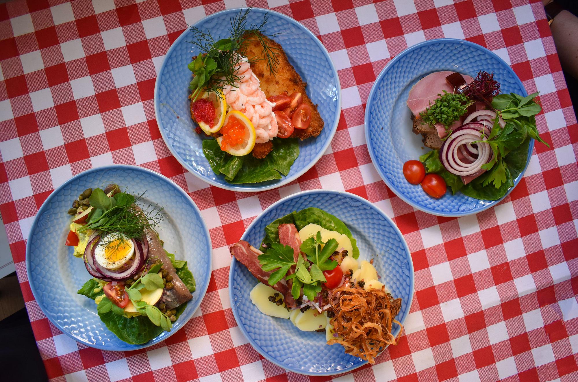 Danmarks bedste smørrebrød: Aalborg-restaurant i Top 15 i ny anmelderguide
