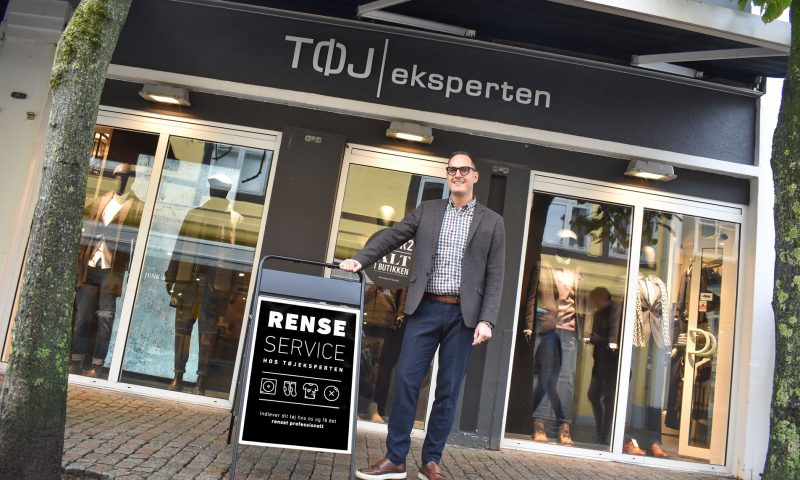Butikschef i Tøjeksperten City, Morten.