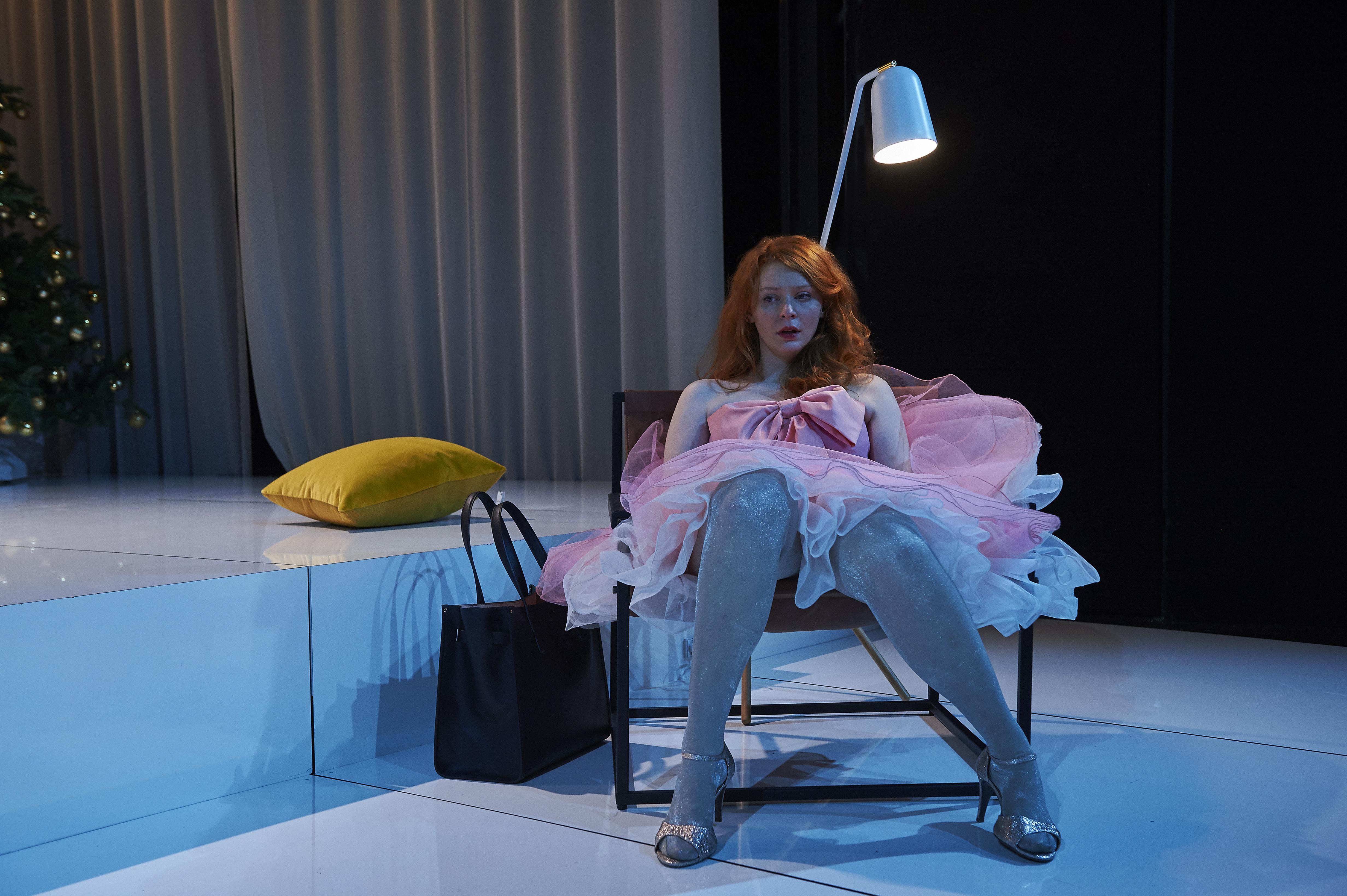 Anmeldelse af Et Dukkehjem: Aalborg Teater betager med nyfortolkning