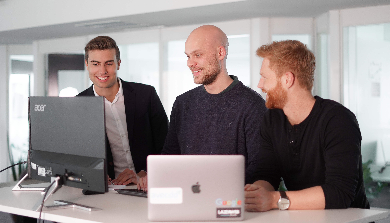 Startede LAZZAWEB efter gymnasiet: I dag driver Patrik en million-forretning