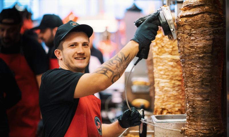 cd2a65b7682 Aalborgs hotte kebab-restaurant: Få en menu for 49 kr. på James Robertson  resten af juni