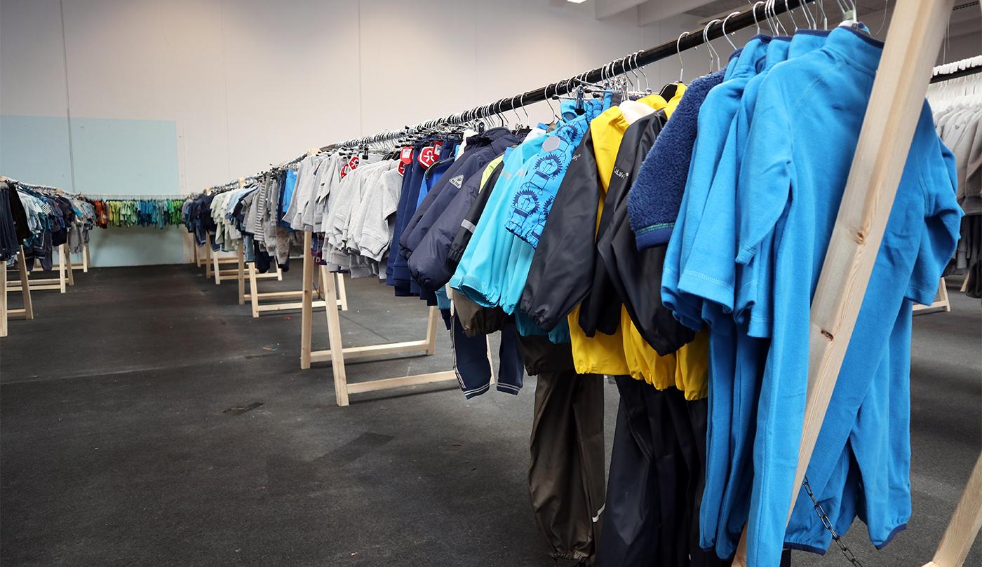 031e8f20212c Det meste af tøjet er allerede kommet på bøjler og hænger fremme. Der er  ingen tvivl om