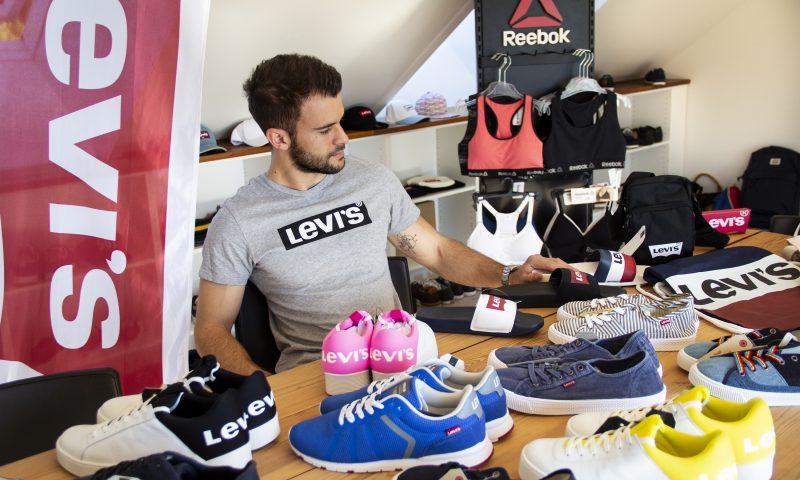 f102e73aa24 Spar op til 80% på bl.a. Levi's og Nike: Brands4you holder kæmpe  sommer-lagersalg