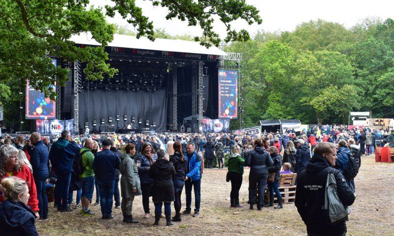 7c4c18a5042 Smil i regnen på Nibe Festival: Salget går over al forventning