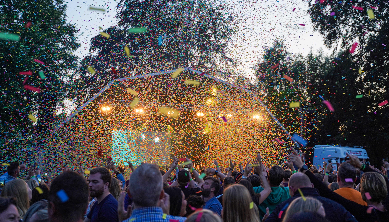 Skal vi øve os på hinanden?: Fyr & Flamme optræder til Fredagsfest i Karolinelund
