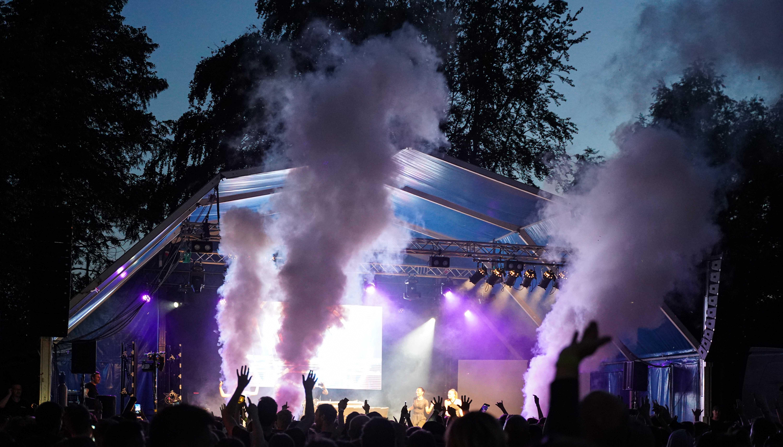Kolde fadøl og god musik: Fredagfest er tilbage i Karolinelund