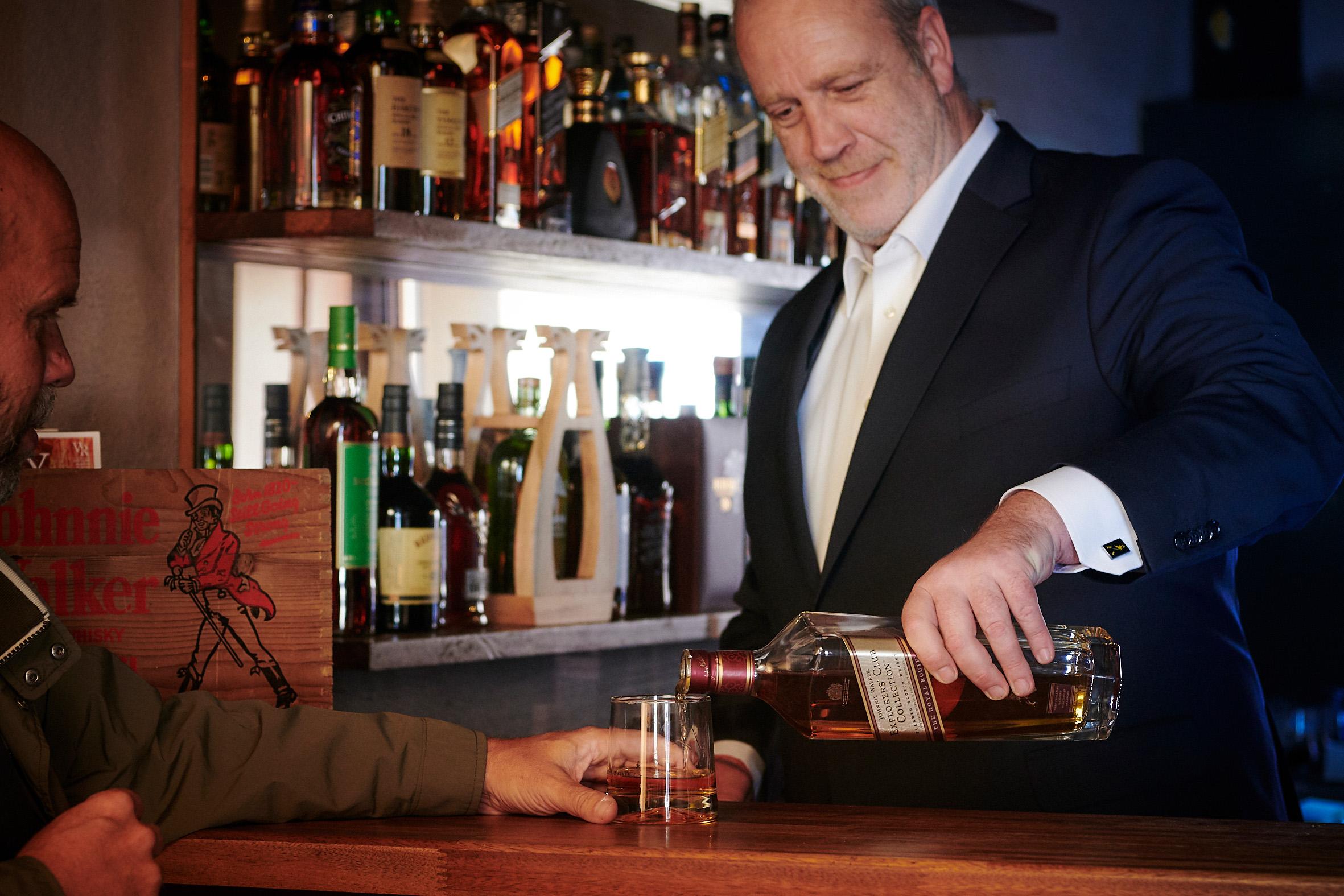 Whisky for en million kr.: Danmarks vildeste Johnnie Walker-samling udstilles i Aalborg