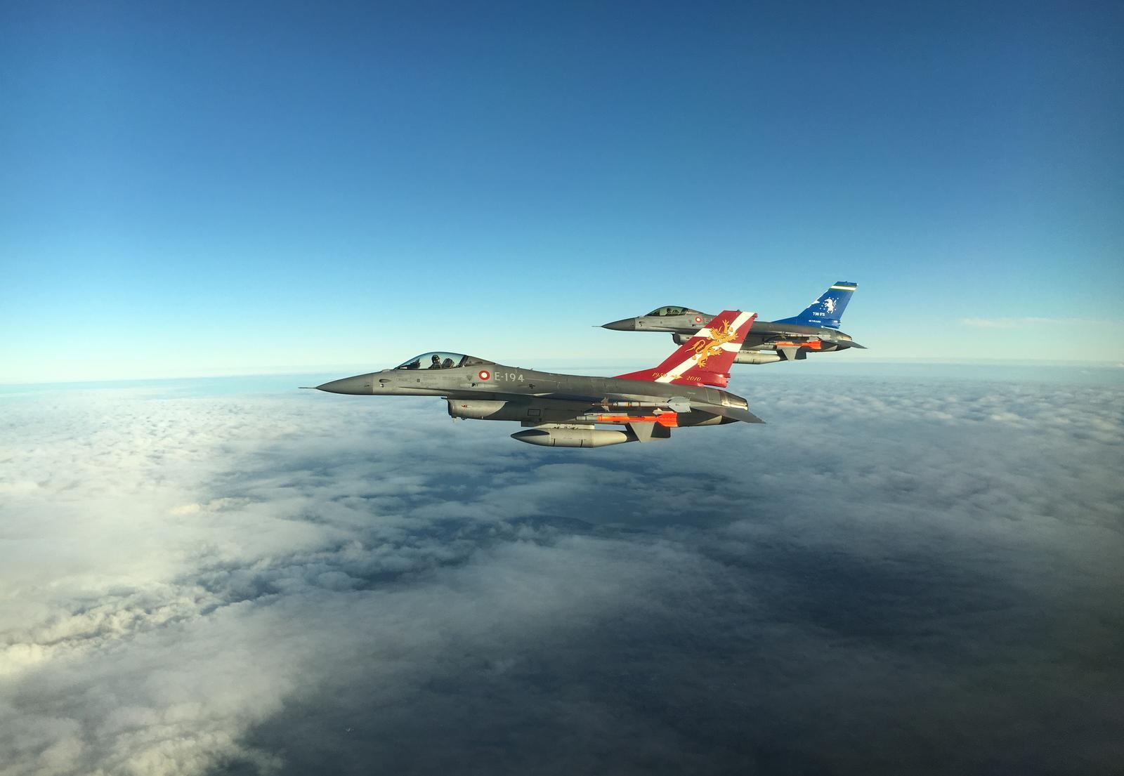Helt særligt: F-16 fly træner til flyshow over Aalborg
