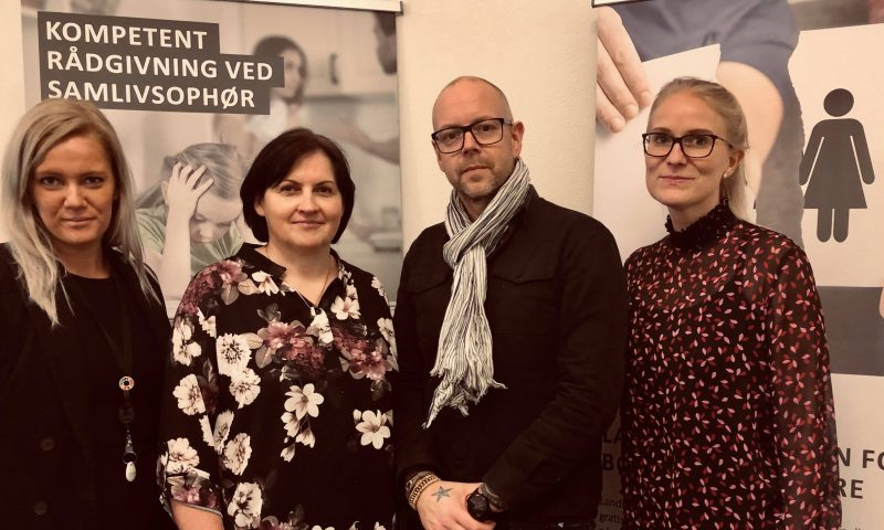 Fra venstre: Ditte Christiansen (jurist i LFBF), Birgit Nielsen (socialrådgiver i LFBF), Morten Thorsøe Secher, (stifter og direktør i LFBF), Lene Braad (advokat hos Storm)