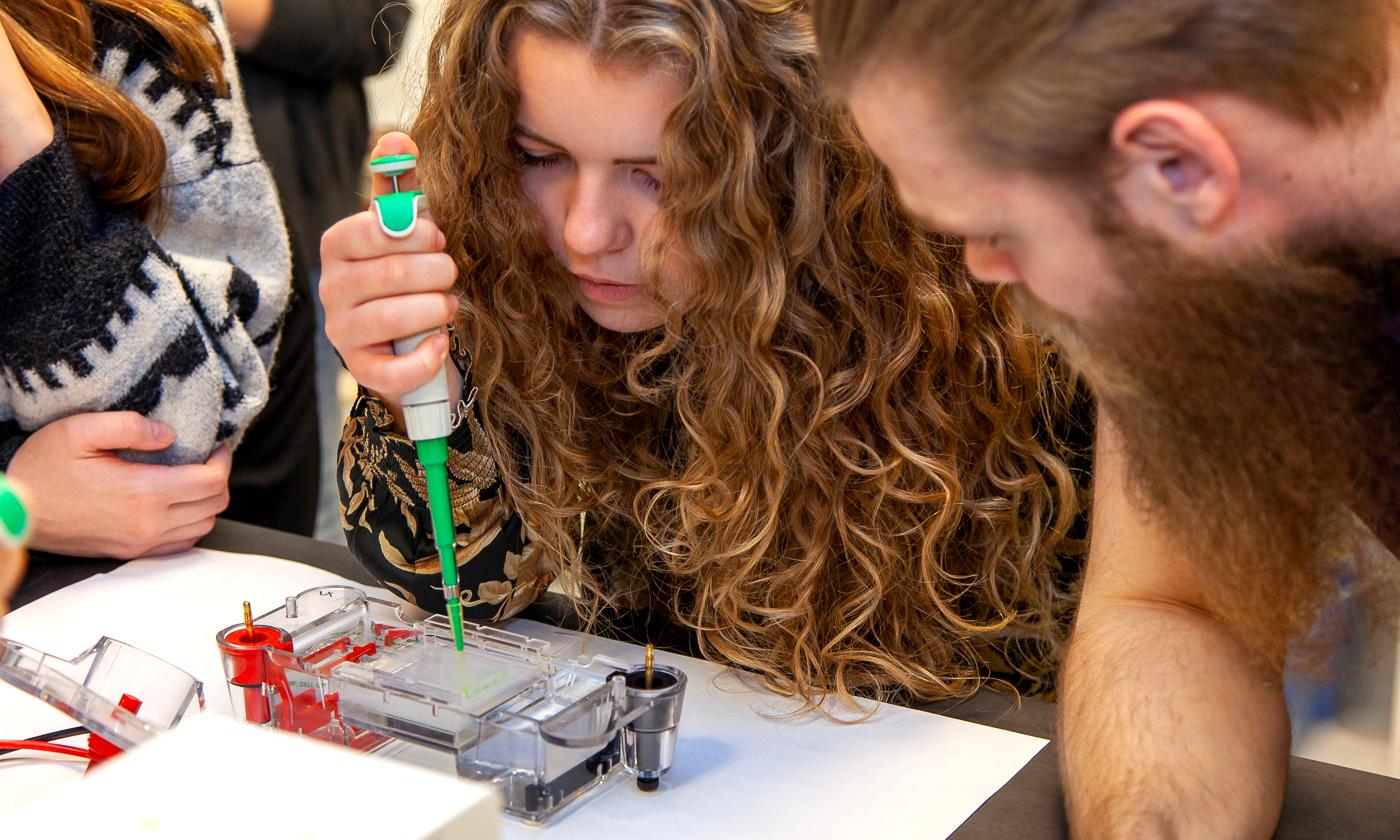 Bliv student på to år: Aalborg City Gymnasium holder virtuelt Åbent Hus om STX-Science