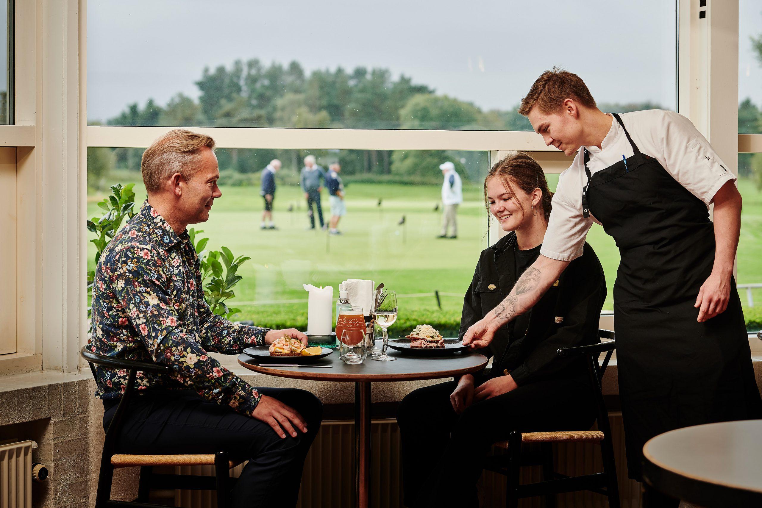 Lokale råvarer og høj kvalitet: Ung landholdskok åbner ny restaurant i Aalborg Golf Klub