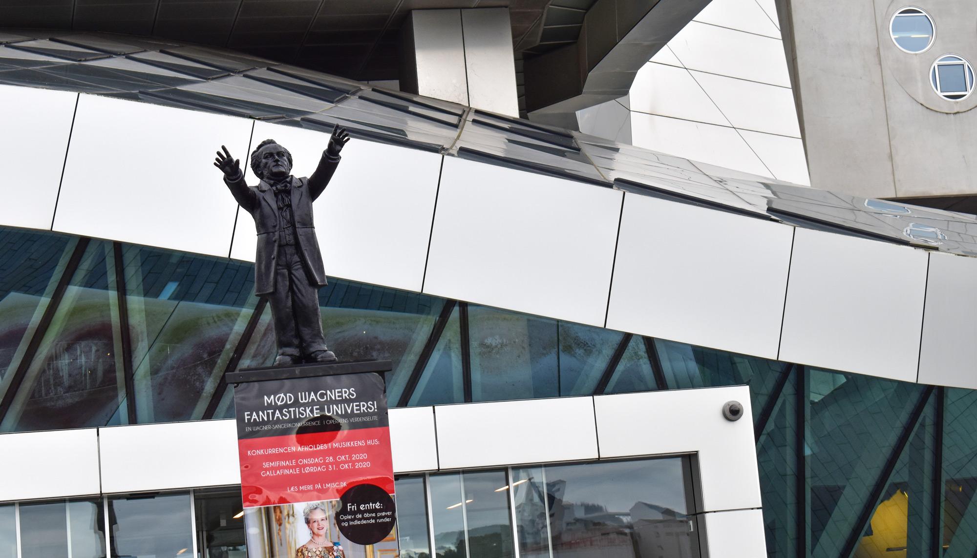 Hyldest til musikken: Derfor står der nye statuer rundt i byen