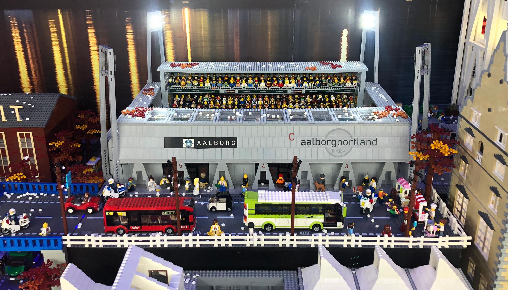 Årets store trækplaster i vinduet: Salling har præsenteret årets LEGO-udstilling