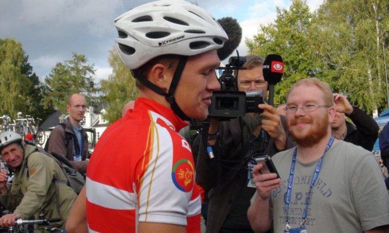 Søren Olsson (t.h.) i gang med et af sine utallige interview af danske sportsudøvere.