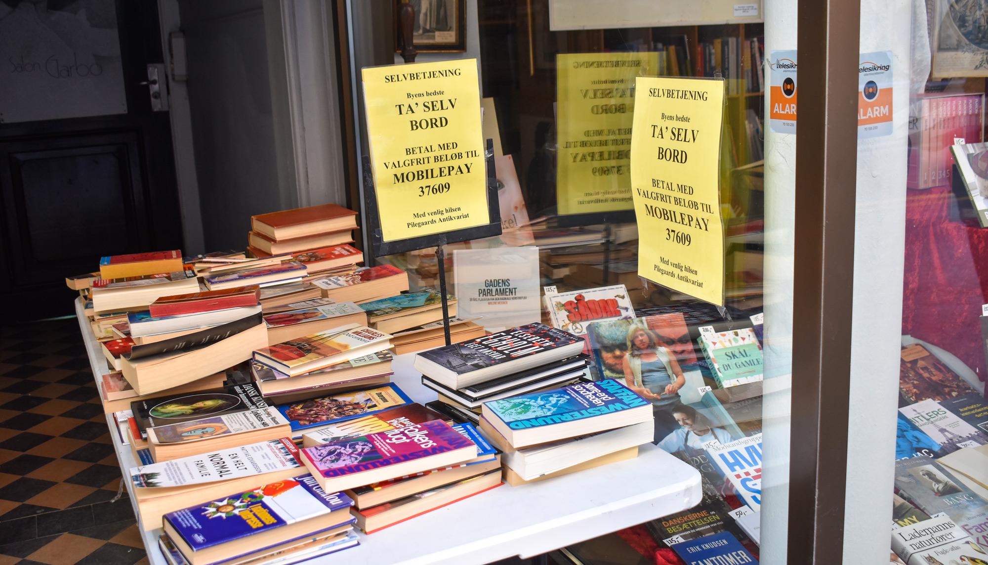 Du bestemmer prisen: Tag-selv-bøger i gågaden er et hit