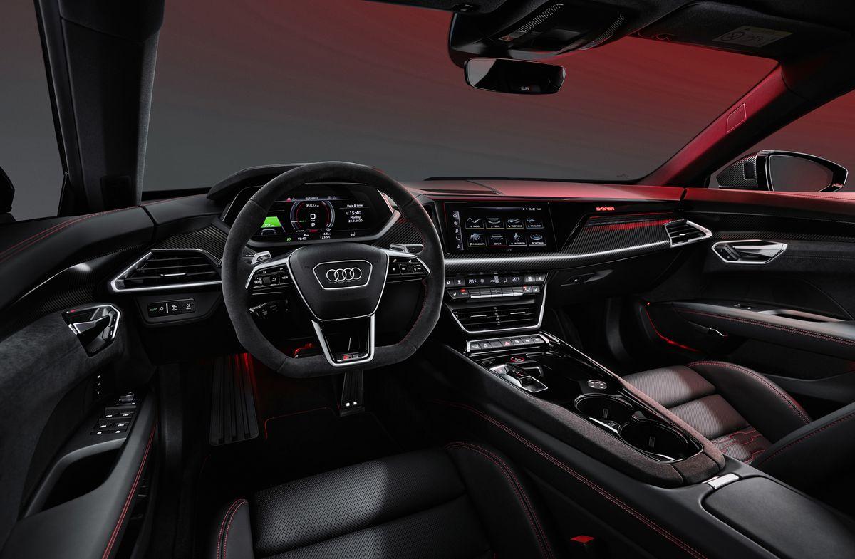 Lige så hurtig som en Ferrari: Ny vild e-tron GT er landet hos Audi Aalborg