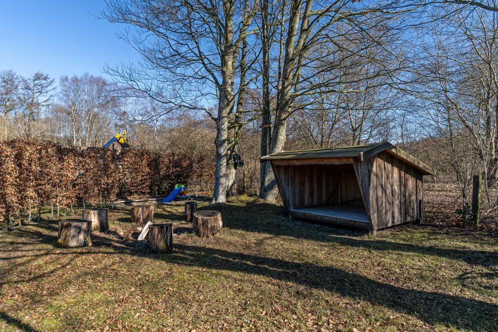 Bo i naturskønne omgivelser: Smukt renoveret vandmølle til salg tæt på Aalborg